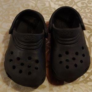Boys Croc-like sandals size 8/9